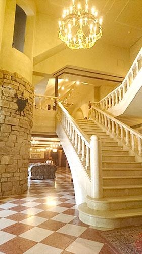 ロックハート城内大理石の大階段